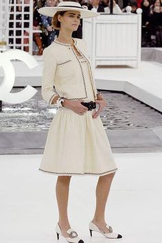 Chanel Spring/Summer 2005 Paris - Couture - Full length photos (Vogue.com UK)