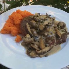 Try this creamy mushroom steak with sweet potato mash It tastes unreal and is ready in 15 minutes #leanin15