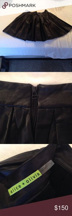 Alice + Olivia Leather Pleated Skirt In amazing shape. I've only worn this twice. No exterior flaws on the leather. The skirt has a flattering flare out, lined with soft suede, and fun to wear across all seasons! Make me an offer 😘 Alice + Olivia Skirts Mini
