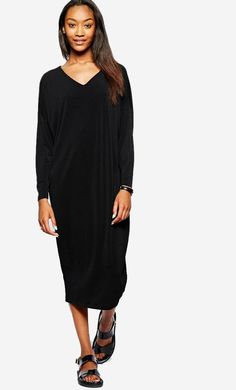 Made from a crepe poly fabric. V-neckline. Batwing sleeves. Regular fit. Fabric: 100% Polyester. Fabri...