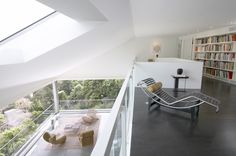 """House / Johnston Marklee Hill House by Johnston Marklee & Associates """"Location: Pacific Palisades, California, USA"""" House by Johnston Marklee & Associates """"Location: Pacific Palisades, California, USA"""" 2004 Mark Lee, Johnston Marklee, Haus Am Hang, Hillside House, Minimalist Architecture, Architecture 101, Minimalist Apartment, House On A Hill, Interior Photography"""