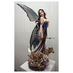 Figurine fée géante et ses 2 loups. - Un Autre Monde Légende