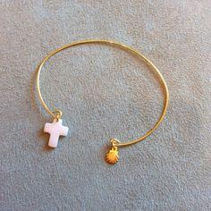 Bracelet doré croix en nacre et coquille st jacques