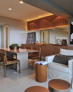 madeira + cores cruas = muito charme  #suite #cama #casal #casamento #casar #casando #decoracao #ideia #projeto #decor #decorada #decorado #design #interiores #arquitetura #arquiteto #arquiteta #luz #papeldeparede #apto #apartamento #familia #reformando #reforma
