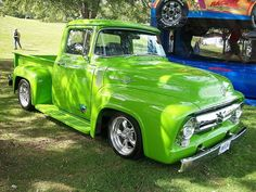 51 Dodge Memorial 077 - Omg, its lime green!!! I love these old trucks. I love the soft rounded curves of them unlike todays square box style. Beautiful!!!