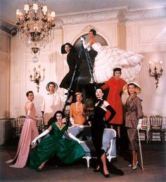 Kobe Fashion Museum  クリスチャン ディオールの「ニュー・ルック」ルーミス・ディーン 1957年 神戸ファッション美術館蔵  ブランドのアーカイブや民族衣装を集めた展覧会「ファッションの玉手箱」開催
