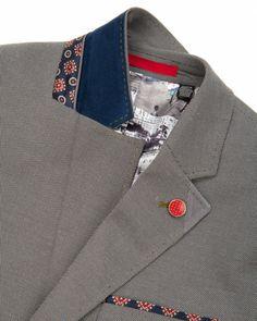 Cotton blazer with amazing detail. Mens Fashion Suits, Mens Suits, Mens Designer Blazers, Techniques Couture, Bespoke Tailoring, Cotton Blazer, Tailored Jacket, Cool Suits, Fashion Details