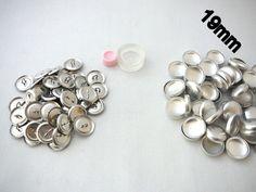 50 Stück Knopfrohlinge für die Knopfgrösse 19mm plus dem passenden Werkzeug  Hier zeigt das nette Mädel von Knopf wie es geht im Video:  ... Cufflinks, Stud Earrings, Etsy, Creative, Buttons, Accessories, Jewelry, Fashion, Stud Earring