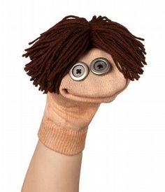 handpop gemaakt van een sok, knopen en wol