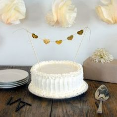 Frosting a Rustic Wedding Cake