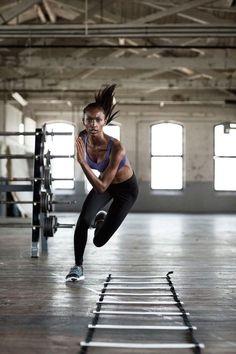 Die einfachsten Übungen sind die Grundlage für einen tollen Körper und das Beste an diesem Workout ist, es dauert nur 7 minuten...