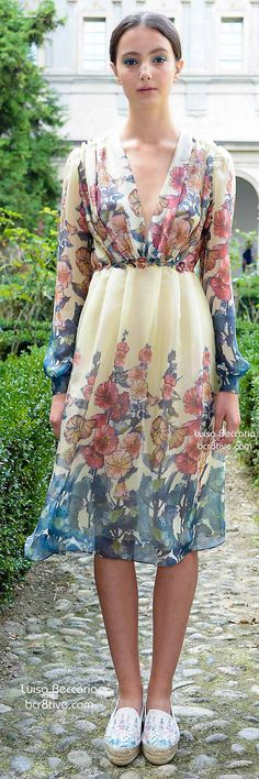 Nice Floral Dress Luisa Beccaria Spring Check more at Source by steadfastbuilde hochzeitsgast pastell Runway Fashion, Spring Fashion, Autumn Fashion, Gq Fashion, Womens Fashion, Luisa Beccaria, Dressy Dresses, Simple Dresses, Races Outfit