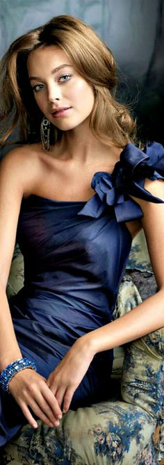 This model wears this beautiful navy so well, my guess is that she is a winter herself. Lovely dress, lovely lady