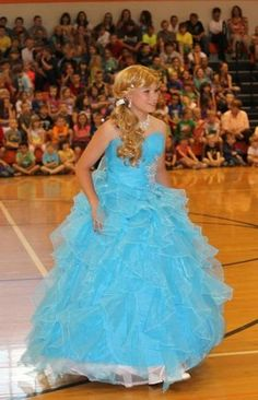 There are 2 or 3 pics from this pageant that have made the rounds, but most of t. Beauty Pageant Dresses, Glitz Pageant, Pageant Crowns, Womanless Beauty Pageant, Pretty Quinceanera Dresses, Pretty Dresses, Frocks For Girls, Girls Dresses, Big Dresses