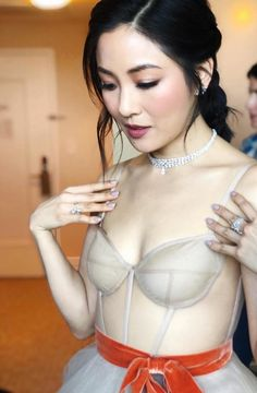 Constance Wu in a diamond necklace by Messika Wedding Jewellery Inspiration, Bridal Hair Inspiration, Celebrity Jewelry, Celebrity Style, Diamond Choker Necklace, Choker Necklaces, Gemstone Necklace, Chokers, Constance Wu