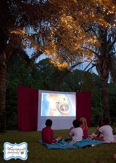 Up Party Theme, with outdoor movie screening. 一度自前でやってみたい屋外シアター。影絵もできますね。頃合い見計らってスクリーン裏から飛び出したりして…