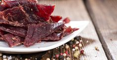 With meat prices steadily increasing at the grocery store, many are turning to purchasing bulk beef to save their budgets, and at the same time, bulk up their pantries for rainy days. This quick gu… Venison Jerky Recipe, Jerky Recipes, Making Beef Jerky, Homemade Jerky, Homemade Food, High Protein Snacks, Dehydrator Recipes, Survival Food