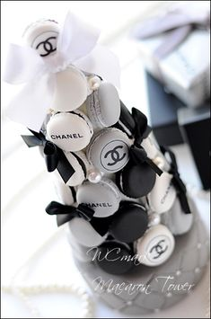 CHANEL Chanel Party, Chanel Birthday Party, Chanel Cake, Chanel Cookies, Chanel Cupcakes, Macarons, 16th Birthday, Birthday Parties, Estilo Coco Chanel