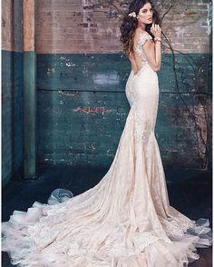 Самые модные и роскошные платья под заказ и на индивидуальный пошив) Будьте в тренде, а мы вам в этом поможем) #marryme #butikmarryme#fashion #fashionstyle #famostyle #love #swadba #plate #platenazakaz #sale #sales #butik