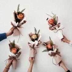 Boquette Flowers, How To Wrap Flowers, Luxury Flowers, Bunch Of Flowers, Paper Flowers, Flowers Bucket, Single Flower Bouquet, Flower Bar, Dried Flower Bouquet