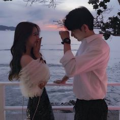 Images and videos of ulzzang couple Mode Ulzzang, Ulzzang Korean Girl, Cute Couples Goals, Couple Goals, Poses, Cute Couple Pictures, Couple Photos, Beautiful Pictures, Couple Ulzzang