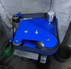 belt grinder in horizontal flat grinding position;