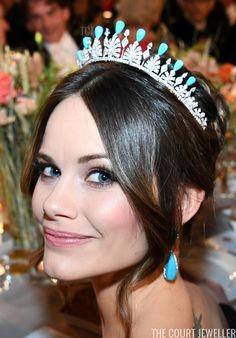 Royal Tiaras: Princess Sofia of Sweden wears the turquoise setting of her Palmette Tiara Royal Tiaras, Royal Jewels, Princess Sofia Of Sweden, Prince Carl Philip, Princess Madeleine, Swedish Royals, Gala Dinner, Crown Princess Victoria, Pearl Set