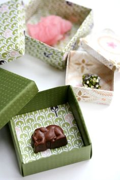 tiny baby boxes made from origami | http://craftsandcreationsideas.blogspot.com