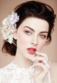 Best wedding makeup vintage make up hair style 65 Ideas Wedding Makeup Tips, Natural Wedding Makeup, Wedding Hair And Makeup, Hair Makeup, Wedding Nails, Vintage Wedding Makeup, Vintage Bridal Makeup, Eye Makeup, Rosy Makeup