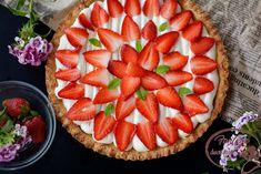 Tarta cu crema de mascarpone si capsuni proaspete, aromate, parfumate, moi, suculente, rosii ... sa mai continui?