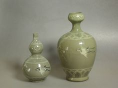 https://flic.kr/p/9KCxjr | Unusual Ancient Korean Celadon wares | The larger one to the right is unual in its shape. The smaller one is cute. Ancient Korean craftsmen usually produced it in much larger size for the trade with China. Both of these are supposed to be made during 13th century.