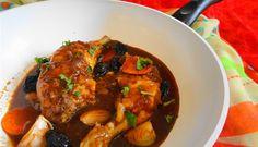 Surinaams eten – Surinaamse Kip Stoof (gestoofde kippenbouten in ketjap met sjalotjes en pruimen)