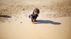 Dievčatko zo Sýrie v jordánskom utečeneckom tábore Zaatari.