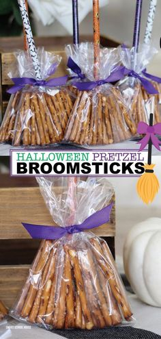 Pretzel Broomsticks Looking for a healthy Halloween treat idea? I have just the one. Try making pretzel broom sticks. They are made to look just like a witch's broom and can be given out in place of sweets and everybody loves them because they are festive Halloween Desserts, Halloween School Treats, Halloween Treats For Kids, Holiday Treats, Halloween Crafts, Haloween Snacks, Holiday Recipes, Spooky Treats, Halloween Witches