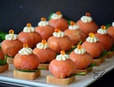 Bombones de salmón ahumado Finger Food Appetizers, Finger Foods, Appetizer Recipes, Antipasto Platter, Food Decoration, Mini Foods, Appetisers, Desert Recipes, Brunch