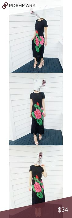 """Vintage Sz 8 Carole Little Black Floral Maxi Dress Vintage from Carole Little Dresses Size 8, please refer to measurements. Excellent condition, no stains, rips, fading, or pilling. Black short sleeve  maxi dress with big, bold red, pink and green florals on both sides. Measurements:  Bust: 36"""" Length: 47"""" The belt is not included, I only used it to shoe a styling option! Carole Little Dresses Maxi"""