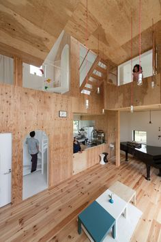 Image 4 of 13 from gallery of 11 Houses With Gorgeous Double-Height Spaces. Cortesía de Seets + Spectacle