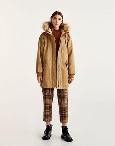 Pull&Bear - mujer - ropa - abrigos y cazadoras - parka capucha pelo - arena - 09715333-V2018