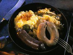 Leber- und Blutwurst mit Püree und Sauerkraut ist ein Rezept mit frischen Zutaten aus der Kategorie Fleisch. Probieren Sie dieses und weitere Rezepte von EAT SMARTER!