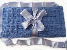 Купить или заказать Детский вязаный голубой плед Корзиночка в интернет магазине на Ярмарке Мастеров. С доставкой по России и СНГ. Материалы: шерсть 50% акрил 50%. Размер: Длина - 110 см<br /> ширина - 107 см