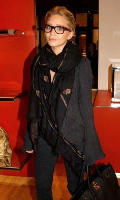 Ashley Olsen in Oliver Peoples eyeglasses Hermes Birkin, Ashley Olsen Style, Looks Style, My Style, Mary Kate Ashley, Oliver Peoples, Work Fashion, Style Fashion, Passion For Fashion