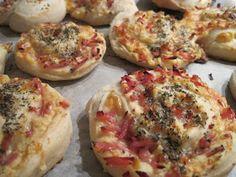 Olgas: Pizzasnegle med pikantost og skinke