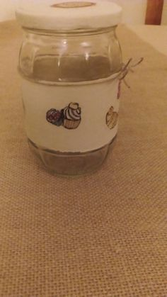 Tarro de cristal pintado y decorado con decoupage