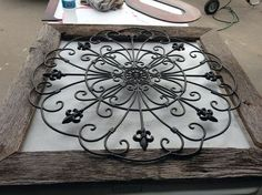 wall decor, home decor, pallet, repurposing upcycling, Wrought iron frame