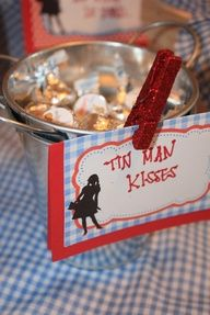 wizard of oz candy ideas | Wizard of Oz Party #bellanotteevents www.bellanotteevents.com