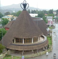 A Basutu hat style hotel in the heart of Maseru, Lesotho, the little country surrounded by South Africa. Paises Da Africa, Out Of Africa, South Africa, Thatched House, Thatched Roof, Vernacular Architecture, Architecture Design, African Hut, Dome House