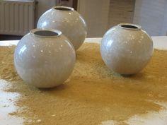 Me Earth and Fire Vazen met witte kristalglazuren