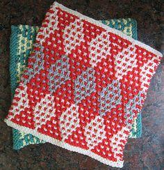 Mosaikklud. Klud i mosaikmønster, strikket i vævestrik. Den er bestemt ikke svær. Her strikket i 100 % vinterbomuld (worsted weight) på pinde 4½.