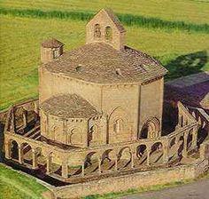 Capilla de la Orden de Malta Romanesque Art, Romanesque Architecture, Spanish Architecture, Church Architecture, Beautiful Architecture, Temples, Architecture Romane, Architecture Religieuse, Art Roman