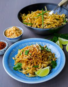 Numerous Helpful Vegetarian Techniques For thai vegetarian food veggies Wok Recipes, Asian Recipes, Vegetarian Recipes, Thai Wok, Phad Thai, Zeina, Vegan Dinners, Dinner Tonight, Meal Planning